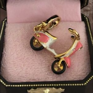 Juicy Couture DOLCE VITA SCOOTER VESPA CHARM